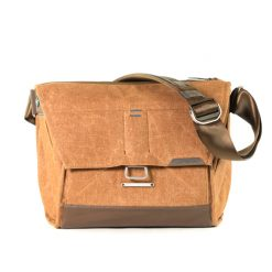 web_the-everyday-messenger-13-brown-product